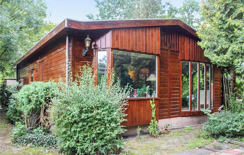 Nice home in LT with 2 Bedrooms (HGE036), holiday rental in Harderwijk