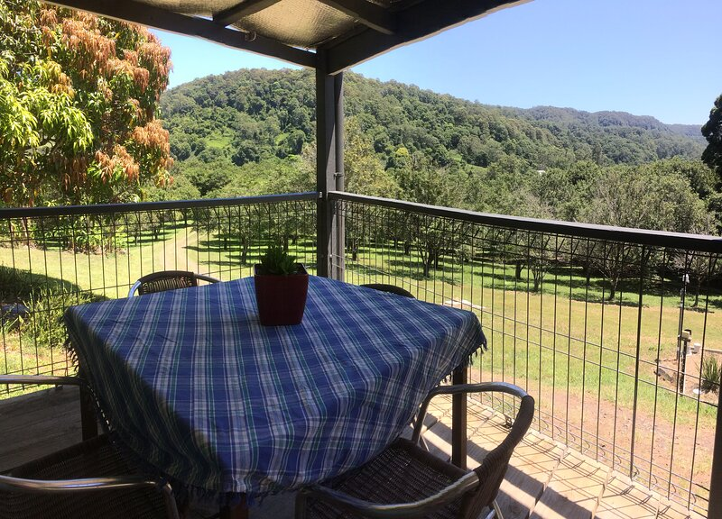 Country Farmstay in the hills surrounding Nightcap National Park, casa vacanza a Mount Burrell