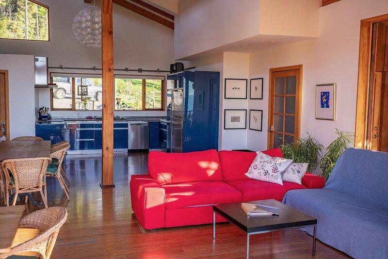 2-Bedroom Suite Bear, 4-8 guests, at Myra Canyon Ranch above Kelowna, holiday rental in Kelowna