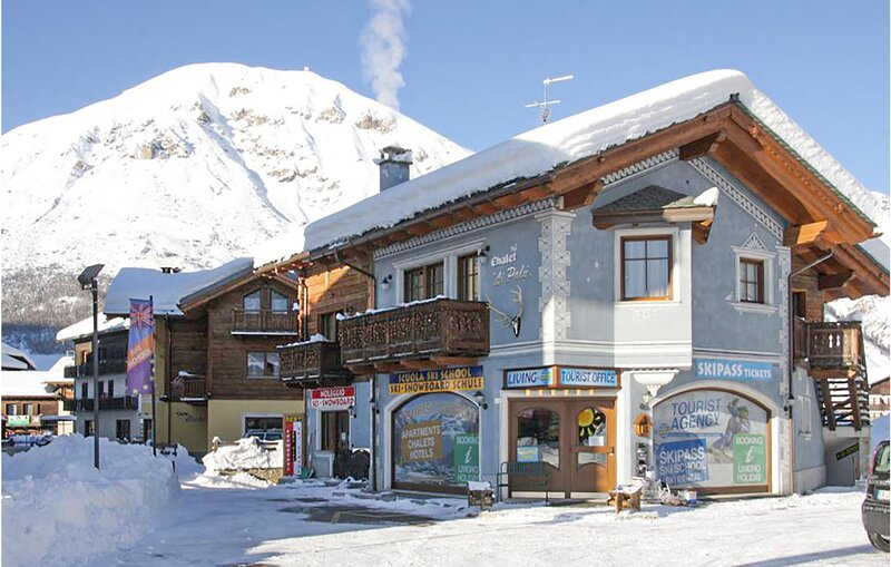 Amazing apartment in Livigno with WiFi and 2 Bedrooms (ILM090), holiday rental in Baite