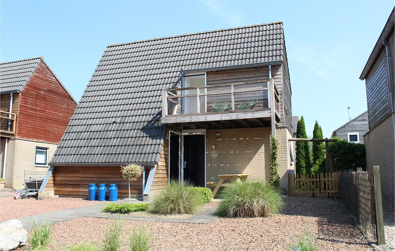 Beautiful home in Grou with WiFi and 2 Bedrooms (HFR330), holiday rental in Akkrum