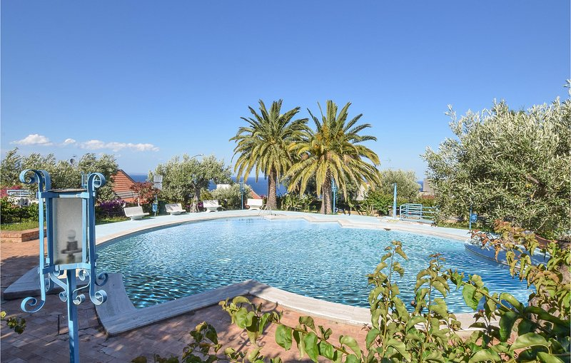 Amazing apartment in Stalettì with Outdoor swimming pool, WiFi and Outdoor swim, vakantiewoning in Amaroni