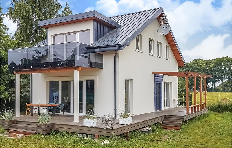 Beautiful home in Nowe Warpno with WiFi and 3 Bedrooms (PPO729), location de vacances à Nowe Warpno