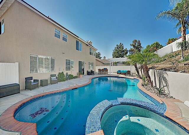 Luxury Wine Country Home: Backyard Paradise with Pool, Spa & Outdoor Kitchen!, vacation rental in Lake Elsinore