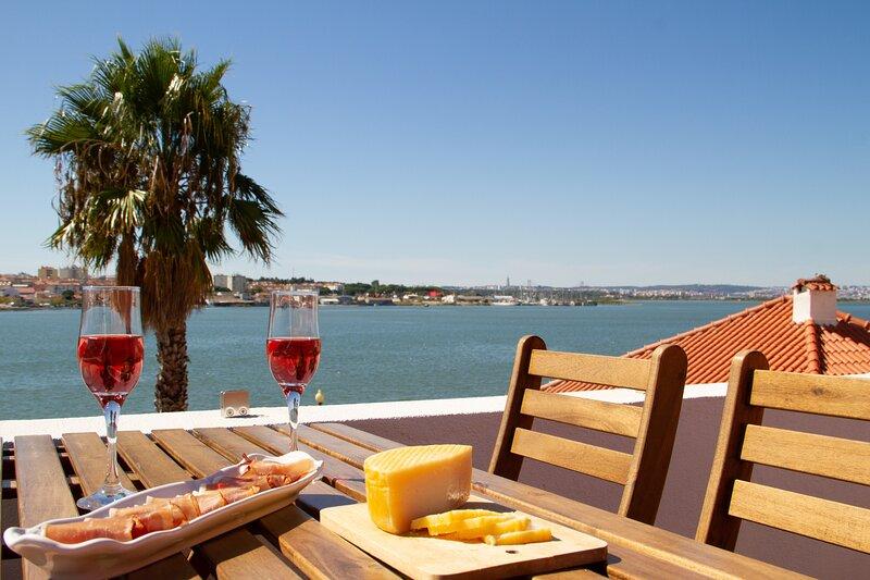 Seixal Bay Apartments - Loft - NEW, location de vacances à Amora