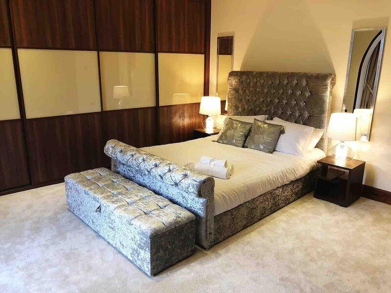 Beautiful 4-Bed Villa in Glasgow, holiday rental in Glasgow