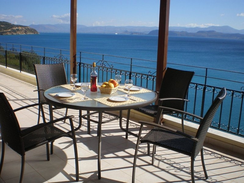 Sunrise 2 -  Beautifully Located Apartment Above Secluded Beach, vacation rental in Paralio Astros