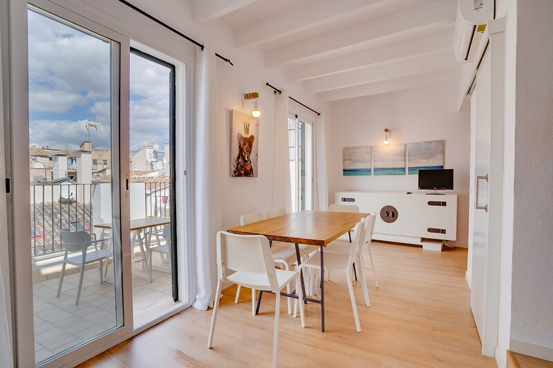 DUPLEX PALMA CENTER APARTMENT, vacation rental in Can Pastilla