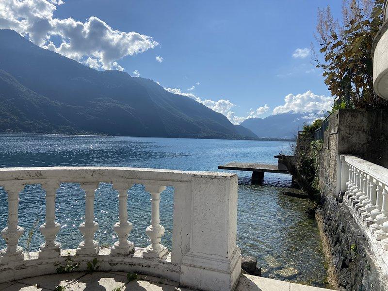 Les LIBELLULES-  Rez de lac, accès direct privatif, holiday rental in Duingt