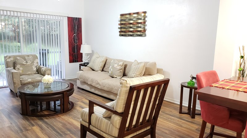 2 MASTER SUITES close to North Florida Regional Med , UF Health and Oaks Mall!!!, holiday rental in Gainesville