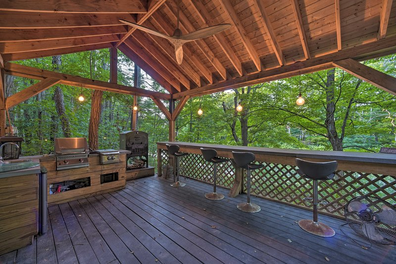 Spend afternoons enjoying the scenic & impressive deck.
