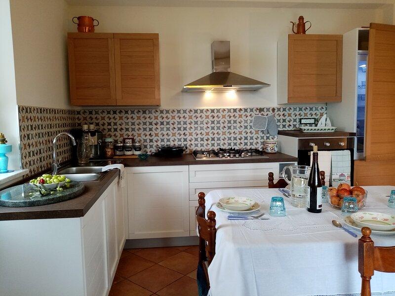 Villa Calcasacco, una finestyra sul mare, holiday rental in Montemaggiore Belsito