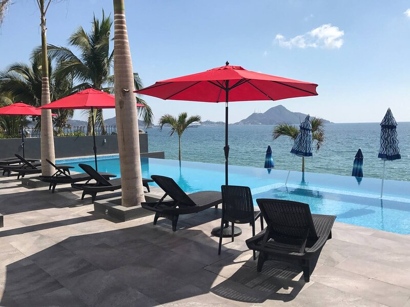 Luxury apartment by the beach, location de vacances à Manzanillo