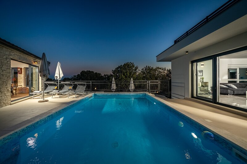 Beautiful Villa Loto, in Dalmatia, with a Pool, location de vacances à Posedarje