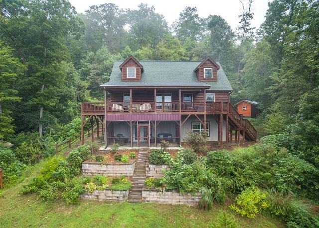 Blue Bear Cabin | 3 BR Asheville Area | Mountain Views | Gas Fireplace, vakantiewoning in Bat Cave