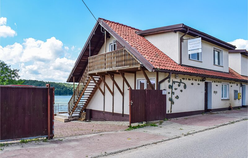 Awesome apartment in Mikolajki with WiFi (PMA834), holiday rental in Wejsuny