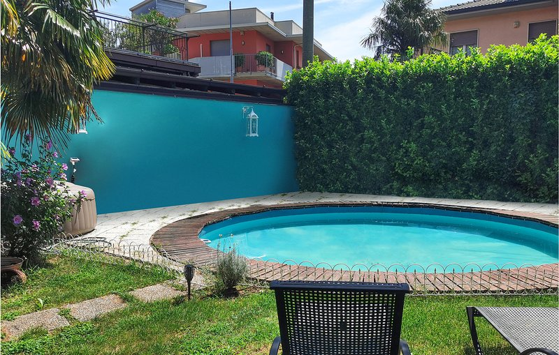 Beautiful apartment in Nembro with Outdoor swimming pool, Jacuzzi and 3 Bedrooms, Ferienwohnung in Camerata Cornello