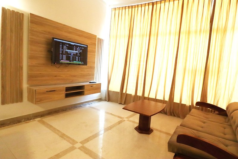FABULOUS AND COMFY 2 BEDROOM APARTMENT, vacation rental in Ajman