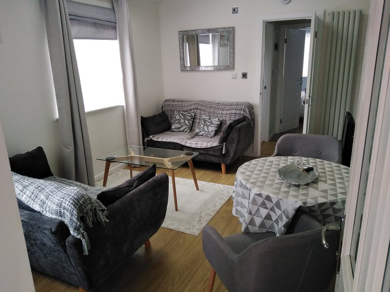 Cosy annex close to leeds airport, holiday rental in Guiseley