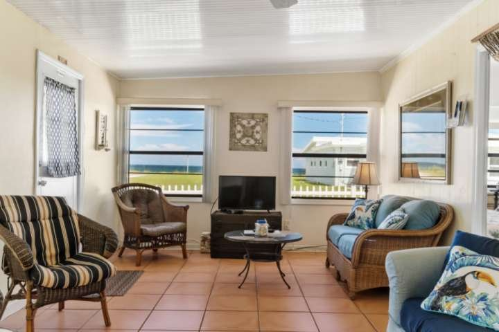 Short Stroll to Beach | Dog-Friendly  Free Parking  Ocean Views | Close to Dinin, alquiler de vacaciones en Flagler Beach