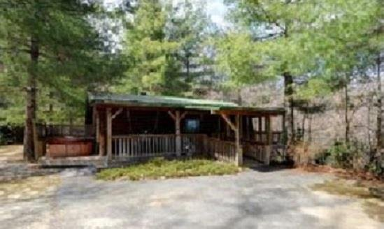 Bears Den Cabin With Hot Tub On Side Deck