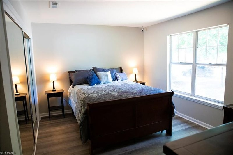 Beautiful Townhouse in Clemmons, NC - 30 Day Stay Minimum, vacation rental in Cooleemee