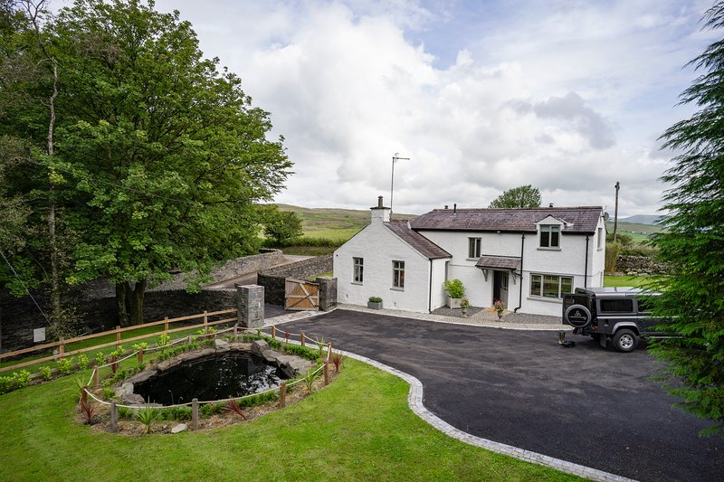 Exclusive Private Gatehouse - 3 Bedrooms - 2 Bathrooms Spectacular Howgill Views, vacation rental in Middleton