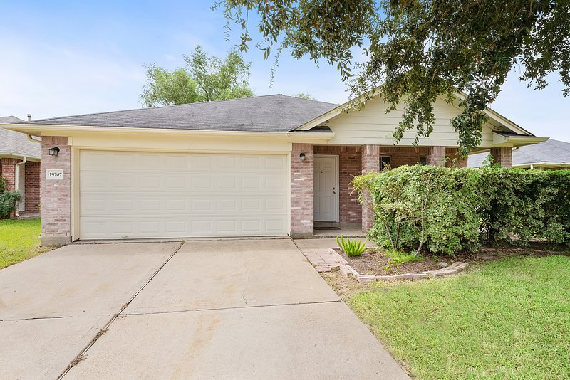 Private & Cozy Family Home Katy Tx, vacation rental in Cypress