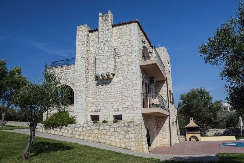 Georgioupolis holiday stone villa, vacation rental in Balarina