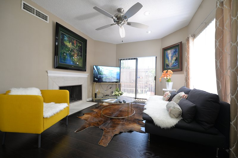 Entire large 2/2 Cozy Clean private entry & yard, holiday rental in Sugar Land