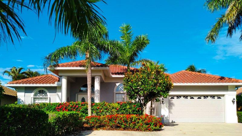 Gorgeous Waterfront BaldEagle Estate Near Marriott, location de vacances à Île de Marco