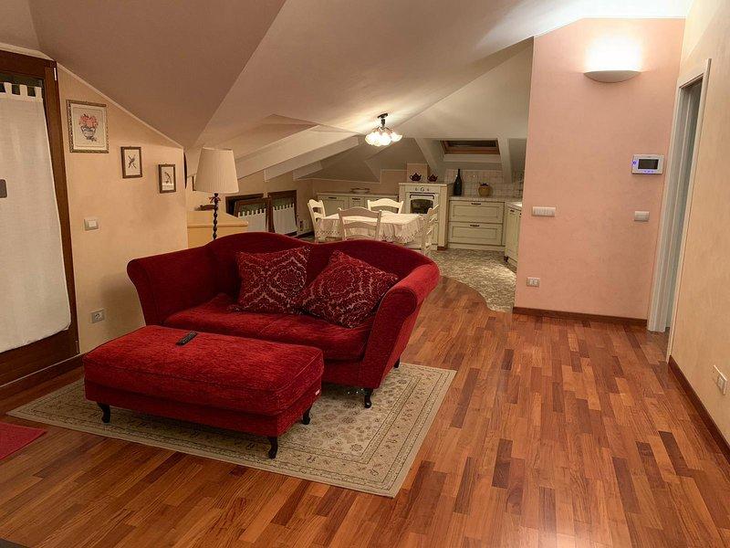 IL NIDO Casa Vacanze Attico Mansardato Cattolica, vacation rental in Gabicce Monte