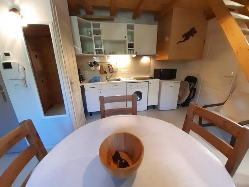 Studio dans le parc thermal, holiday rental in Montagny