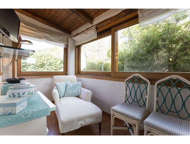 Villa Vento di Maestrale, large villa with garden close to the beaches with 4 be, holiday rental in Terravecchia-portoquadro
