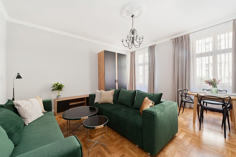 Stay in a spacious and quiet place near the magical Cracow city centre, holiday rental in Chrosna