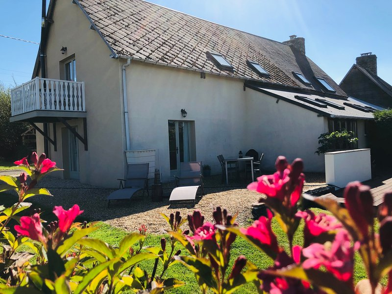 Pear Cottage, 2 bedroom, pool, near Mont St Michel, location de vacances à Saint-Martin-de-Landelles