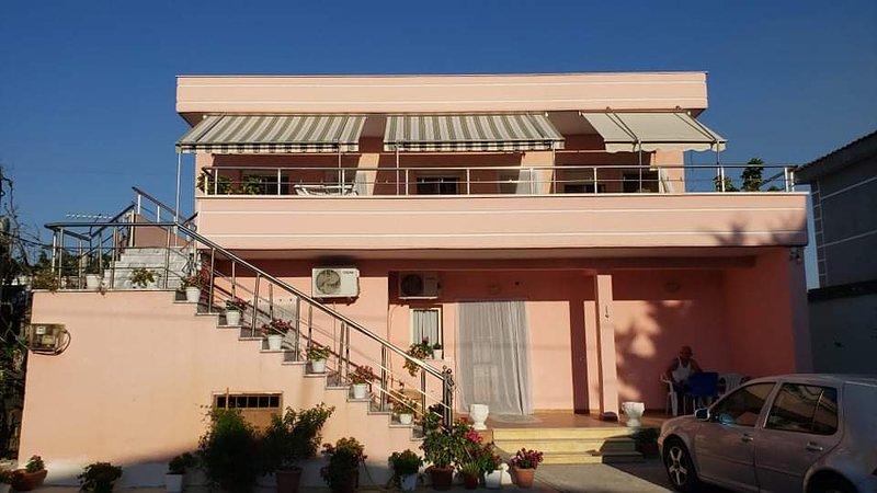 Una villa con una tranquillità da invidiare., vacation rental in Vlore