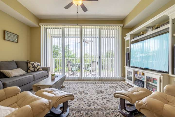 New to the market! Conservation and Water Views! 'Premier Clean' Home, holiday rental in Sun City Center