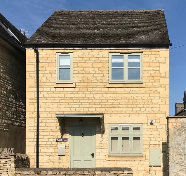 Beautiful Little House in the Heart of the Cotswolds, vacation rental in Upper Oddington