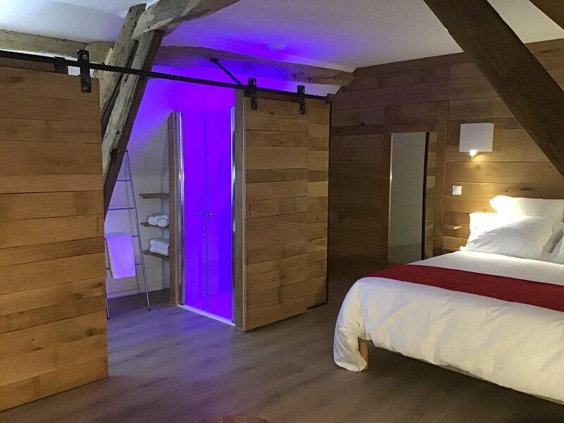 A la Ferme Boisquillon, Chambre Chêne, sur la route des étangs de Sologne, holiday rental in La Ferte-Beauharnais