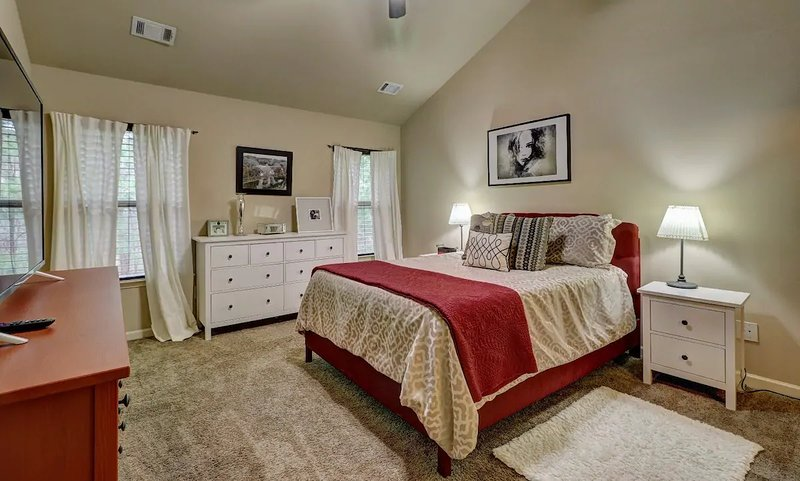 Upscale Entire Home Extra Convenient to City bh – semesterbostad i Acworth