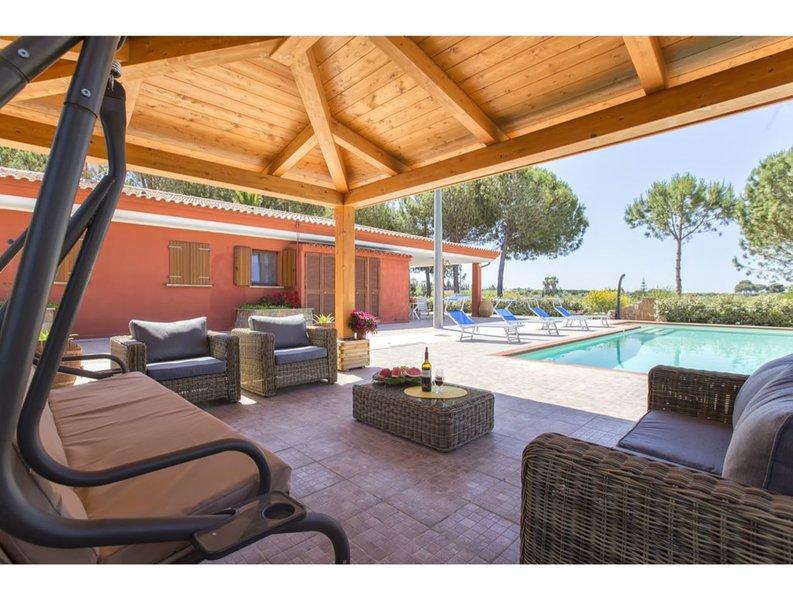 Alghero, Villa Las Palmas with pool, Ferienwohnung in Fertilia