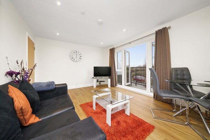 01. London Heathrow Living Serviced Apartments by Ferndale, vacation rental in Ashford