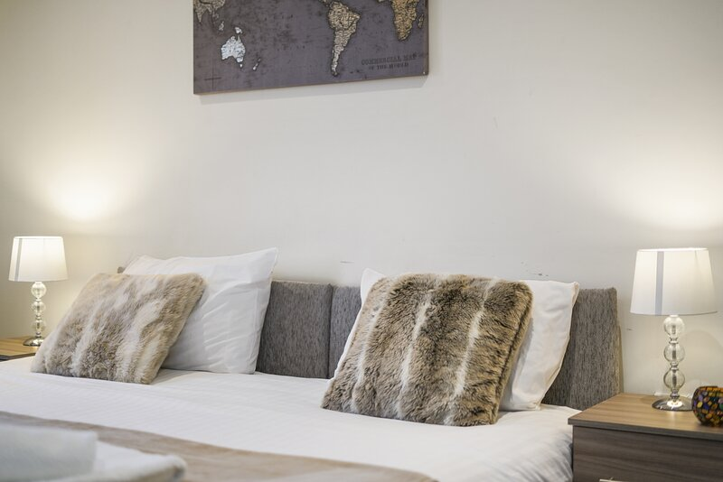 08. London Heathrow Living Serviced Apartments by Ferndale - Apt 08, vacation rental in Ashford