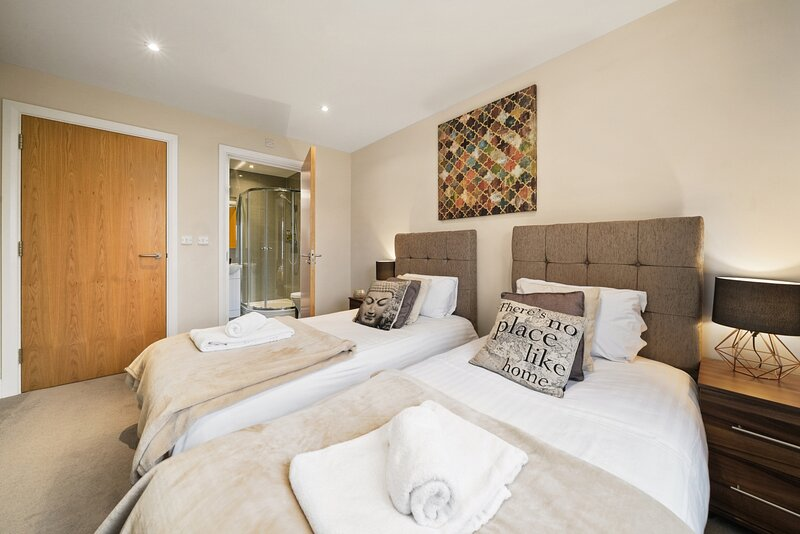 09 - London Heathrow Living Serviced Apartments by Ferndale, vacation rental in Hampton Hill