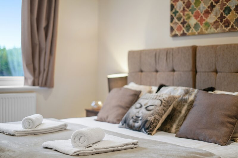 12 - London Heathrow Living Serviced Apartments by Ferndale, vacation rental in Hampton Hill