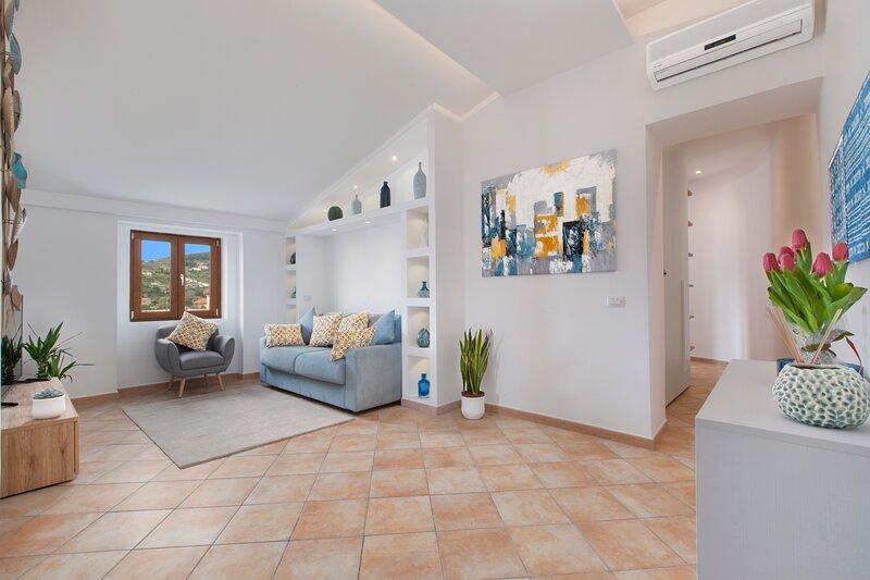 Maison Due Golfi - Central & Modern Apartment in Sant Agata Sui Due Golfi, Ferienwohnung in Sant'Agata sui Due Golfi
