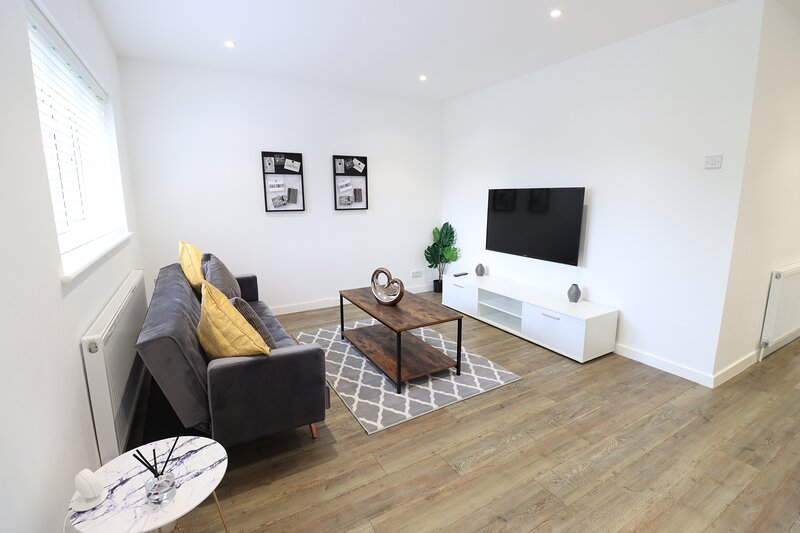 ⭐Goodwood House with Free Parking, Garden and Netflix by Yoko Property ⭐, holiday rental in Wellingborough