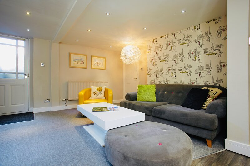 Garden Mews| Harrogate Centre| 2 Bedroom Apt| Outdoor area, holiday rental in Spofforth