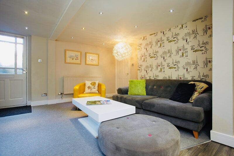 Garden Mews| Harrogate Centre| 2 Bedroom Apt| Outdoor seating area, Ferienwohnung in Harrogate